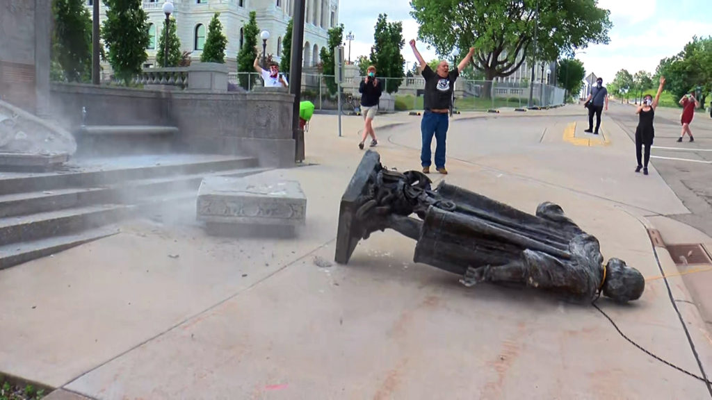 Снос памятника